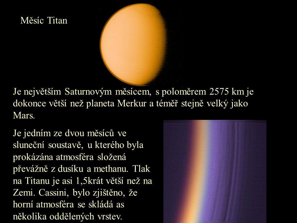 Měsíc Titan Je největším Saturnovým měsícem, s poloměrem 2575 km je dokonce větší než planeta Merkur a téměř stejně velký jako Mars. Je jedním ze dvou