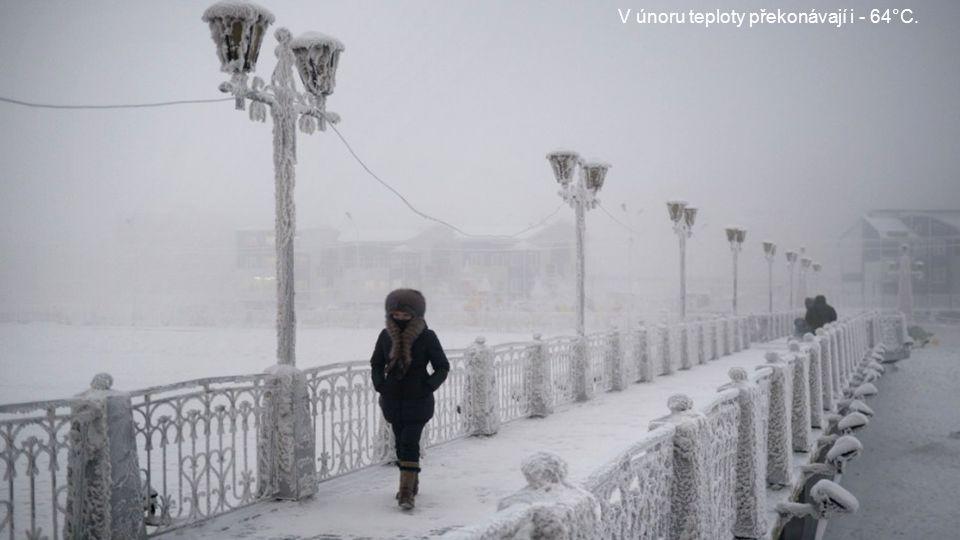 Está a 5000km de Moscú y a 450,62km del Círculo Ártico. 5000k m