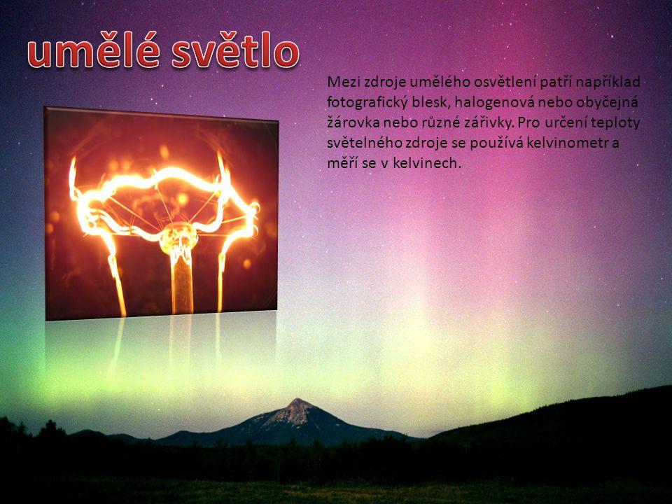 Mezi zdroje umělého osvětlení patří například fotografický blesk, halogenová nebo obyčejná žárovka nebo různé zářivky. Pro určení teploty světelného z