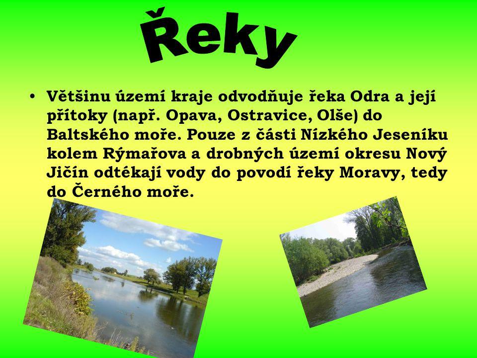 Většinu území kraje odvodňuje řeka Odra a její přítoky (např. Opava, Ostravice, Olše) do Baltského moře. Pouze z části Nízkého Jeseníku kolem Rýmařova