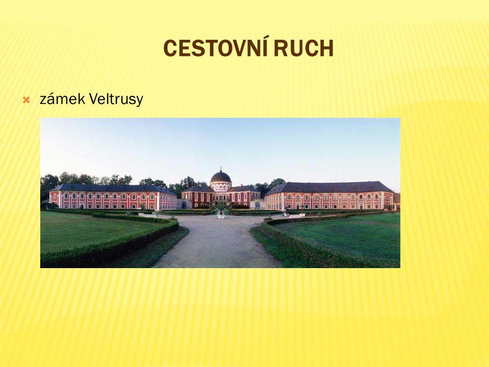CESTOVNÍ RUCH  zámek Veltrusy