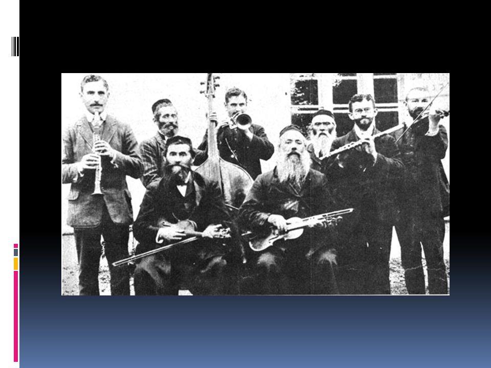 """Hava nagila  hebrejsky: הבה נגילה, = doslova """"Radujme se  hebrejská lidová píseň často zpívaná při oslavách  je považována za symbol židovství  nápěv: chasidská melodie neznámého původu  text: Abraham Cvi Idelsohnem v roce 1918 k oslavě britského vítězství v Palestině, často se ale i mění"""