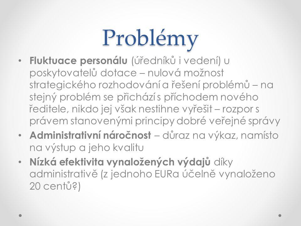 Problémy Fluktuace personálu (úředníků i vedení) u poskytovatelů dotace – nulová možnost strategického rozhodování a řešení problémů – na stejný probl
