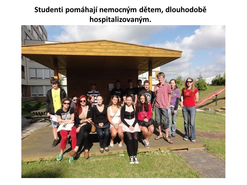 Studenti pomáhají nemocným dětem, dlouhodobě hospitalizovaným.