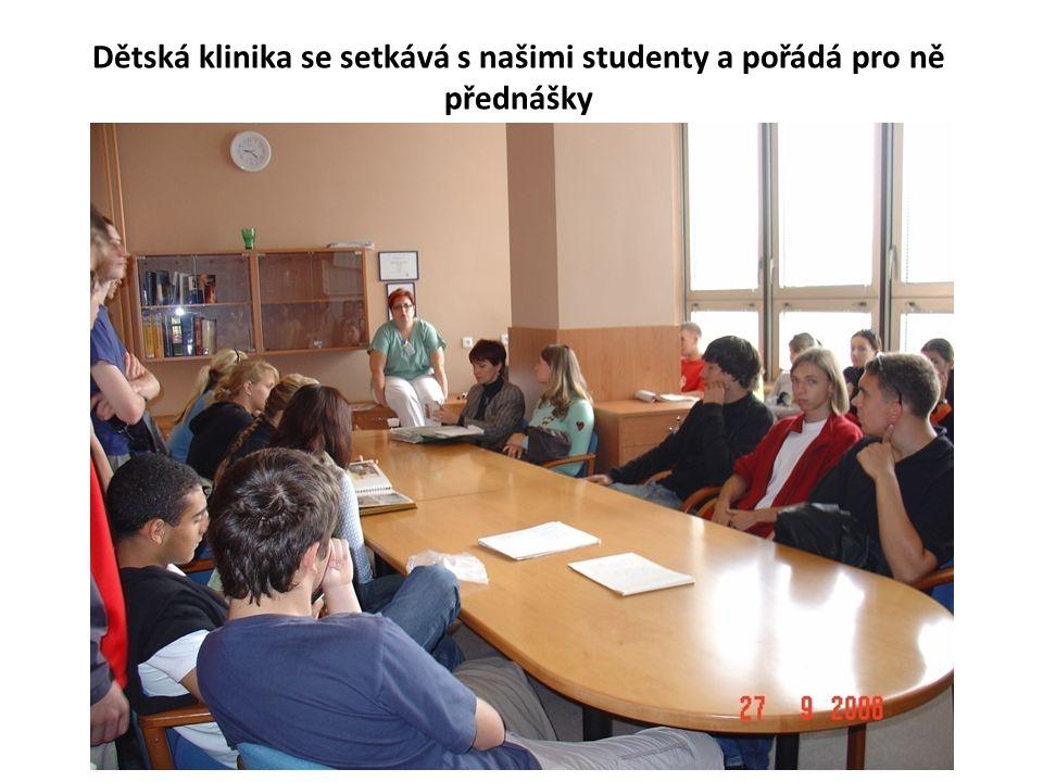 Dětská klinika se setkává s našimi studenty a pořádá pro ně přednášky