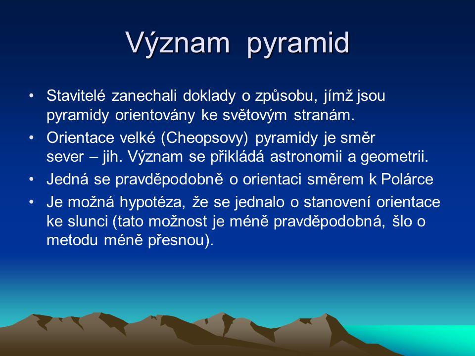 Stavba pyramid Pyramidy stavěny pomocí ramp vnitřních i vnějších a to jak z jedné strany, tak ze všech ostatních.