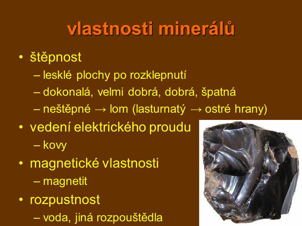 vlastnosti minerálů štěpnost –lesklé plochy po rozklepnutí –dokonalá, velmi dobrá, dobrá, špatná –neštěpné → lom (lasturnatý → ostré hrany) vedení ele