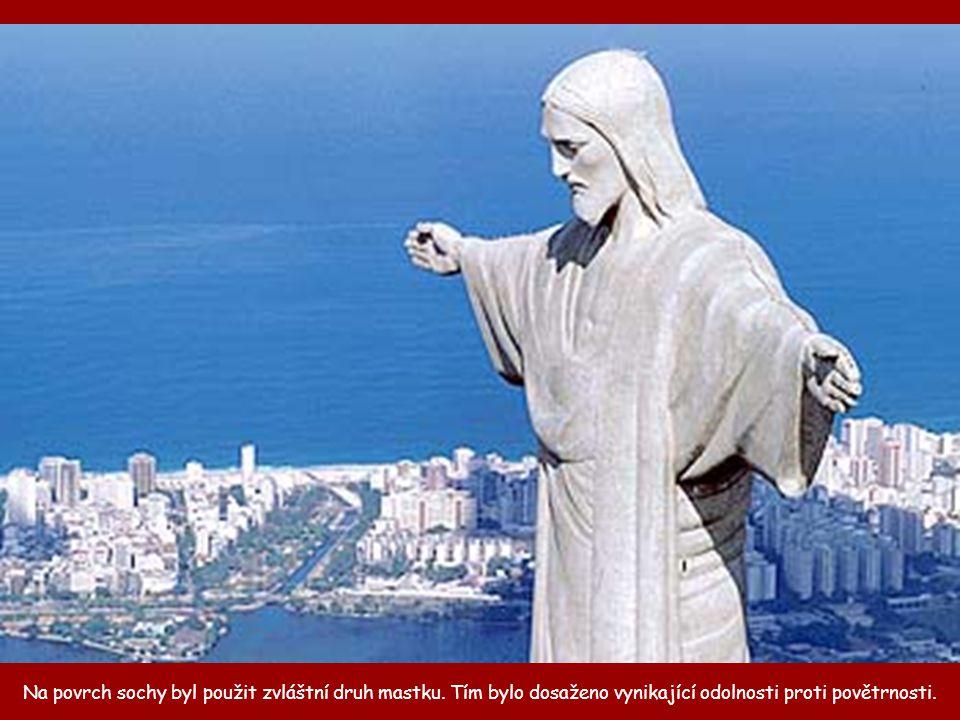 Na povrch sochy byl použit zvláštní druh mastku.