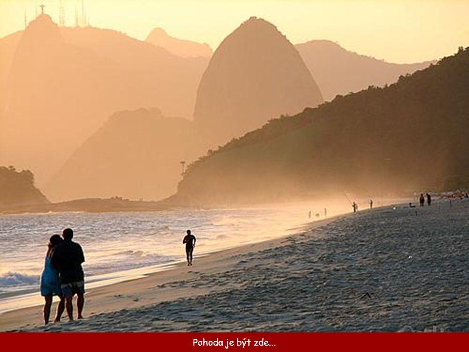 Socha Krista má výšku 38 m a je umístěna na špičce 710 m vysoké hory Corcovado.