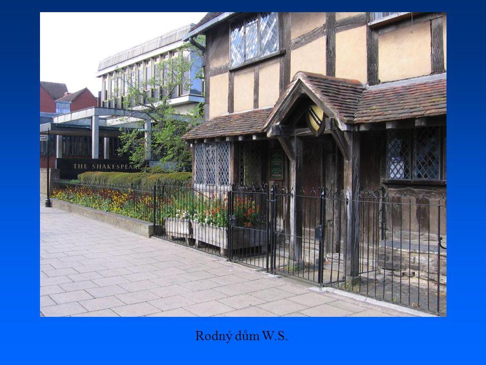 U rodného domu W. Shakespeara