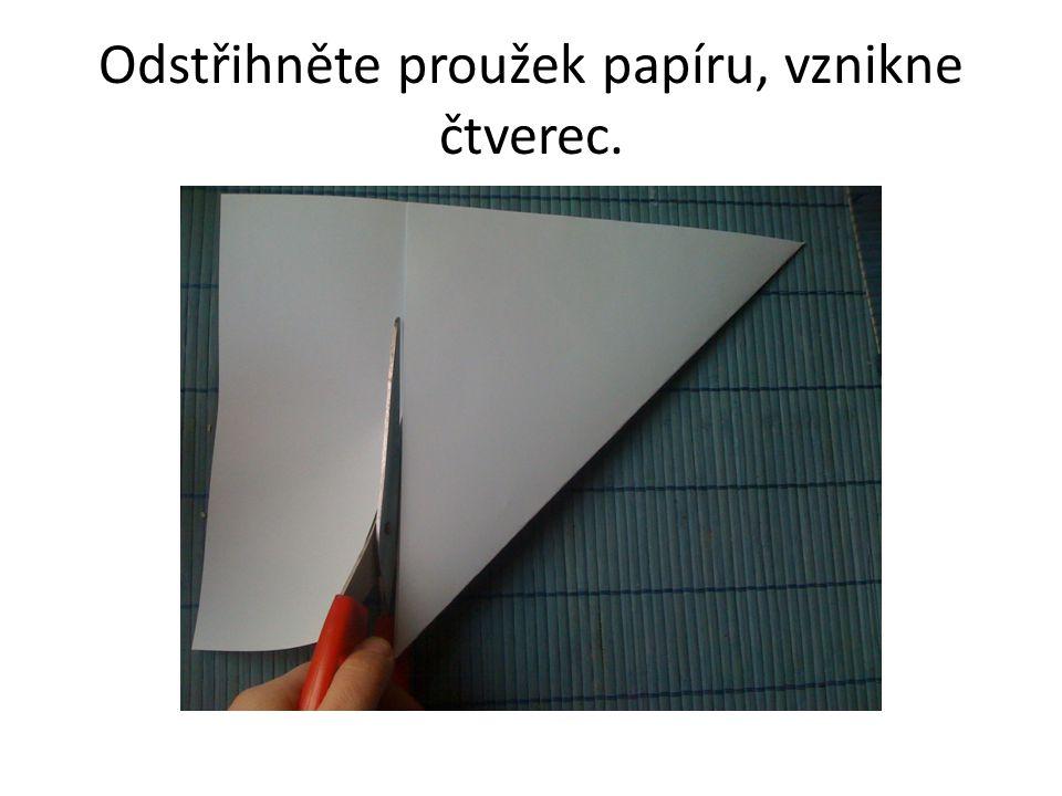 Odstřihněte proužek papíru, vznikne čtverec.