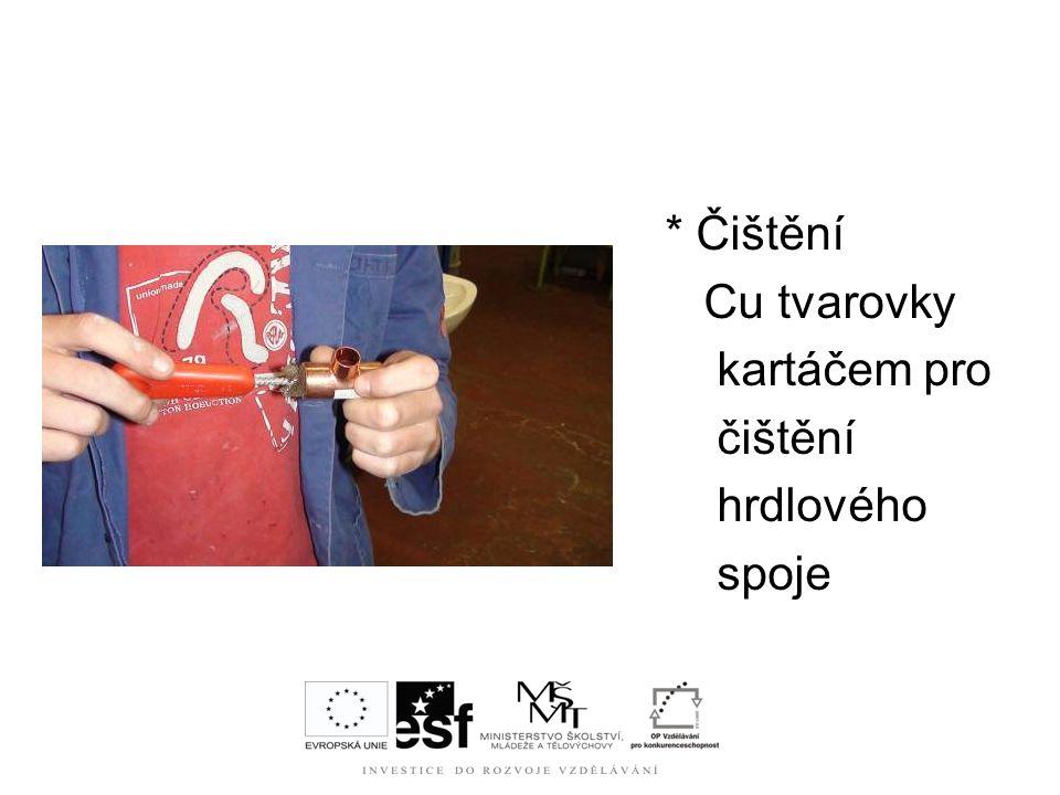 * Čištění Cu tvarovky kartáčem pro čištění hrdlového spoje