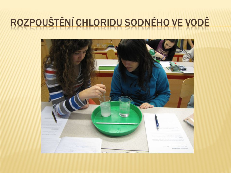 Rozpouštění je proces sdílení hmoty mezi pevnou látkou a kapalinou (transport pevných látek, např.