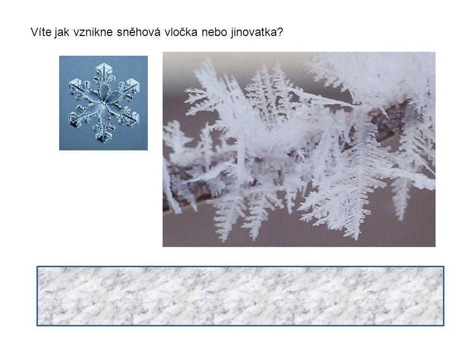 Víte jak vznikne sněhová vločka nebo jinovatka? Podmínkou vzniku sněhové vločky a nebo jinovatky je, že vzduch musí být nasycen vodními párami. Pokud