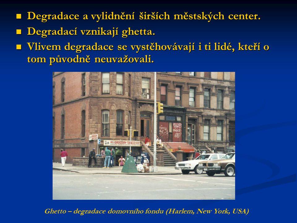 Degradace a vylidnění širších městských center. Degradace a vylidnění širších městských center. Degradací vznikají ghetta. Degradací vznikají ghetta.