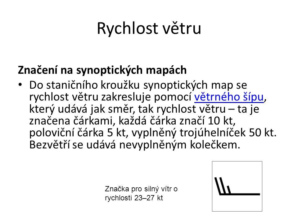 Rychlost větru Značení na synoptických mapách Do staničního kroužku synoptických map se rychlost větru zakresluje pomocí větrného šípu, který udává jak směr, tak rychlost větru – ta je značena čárkami, každá čárka značí 10 kt, poloviční čárka 5 kt, vyplněný trojúhelníček 50 kt.