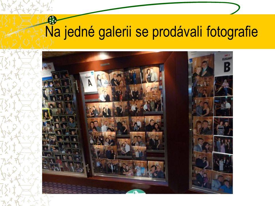 Na jedné galerii se prodávali fotografie