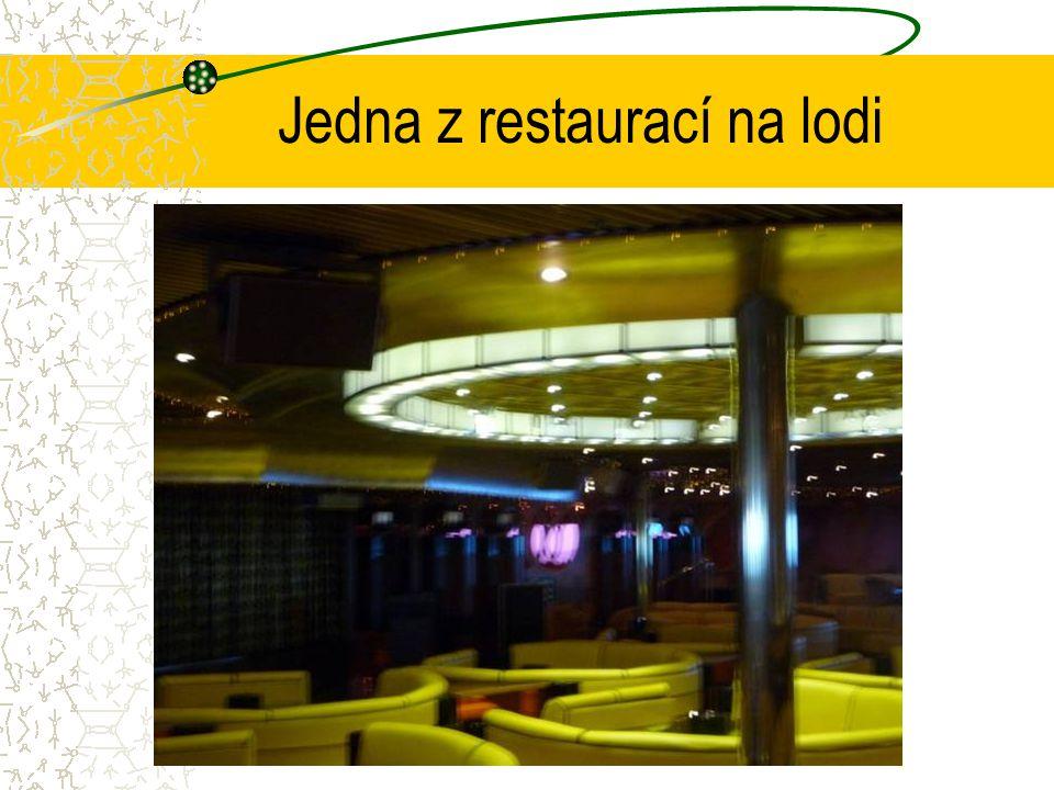 Jedna z restaurací na lodi
