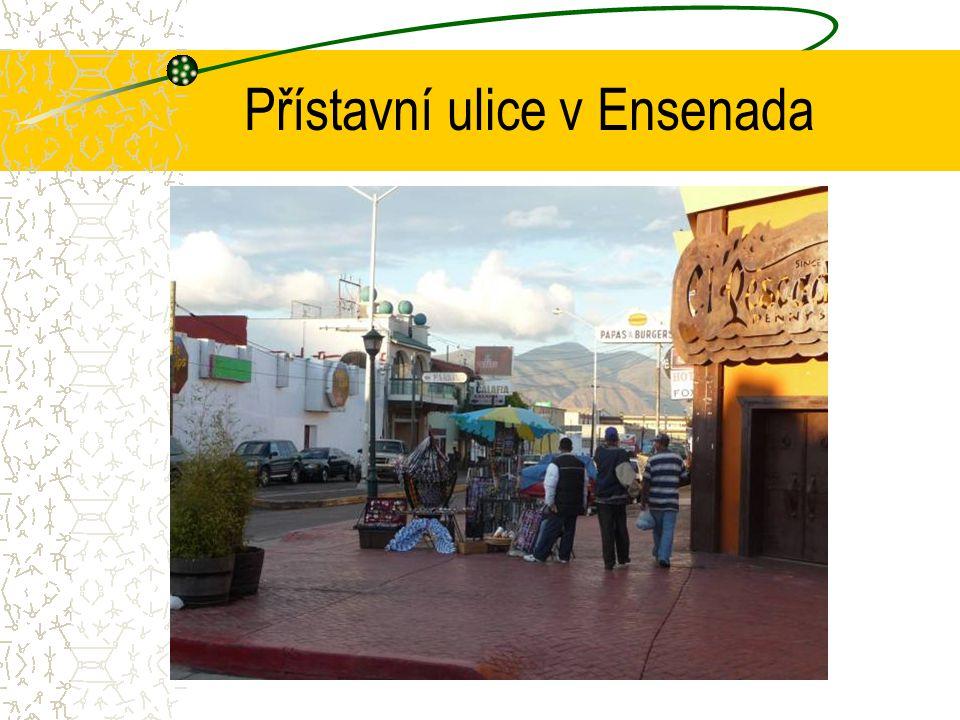 Přístavní ulice v Ensenada