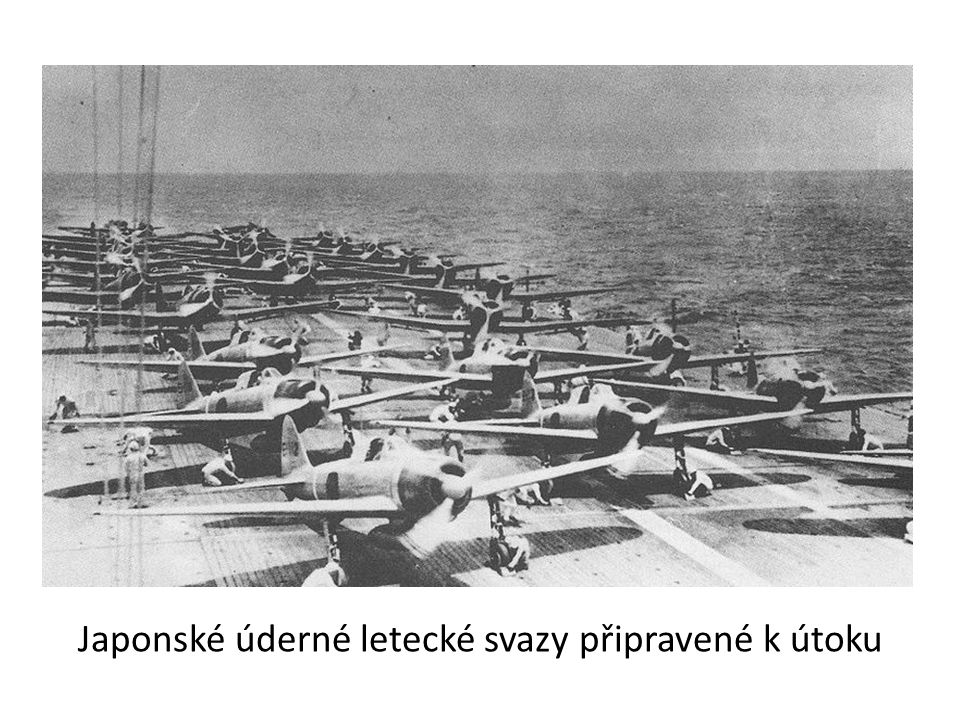 USS Pennsylvania, před níž jsou trosky torpédoborců USS Downes a USS Cassin