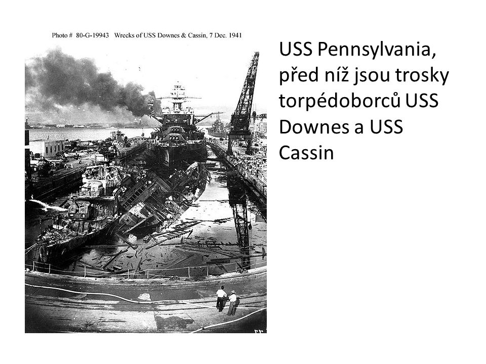 Posádka lodi USS Nevada se pokouší opustit přístav