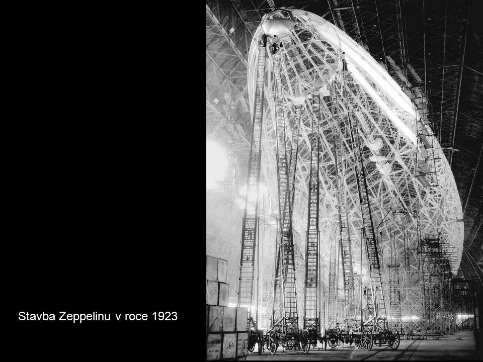 Stavba Zeppelinu v roce 1923