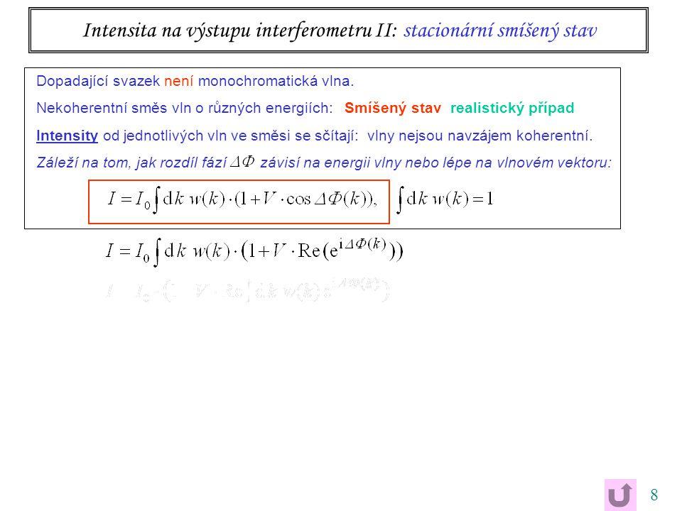 9 Intensita na výstupu interferometru II: stacionární smíšený stav ekvivalentní, ale velmi produktivní přepis Dopadající svazek není monochromatická vlna.