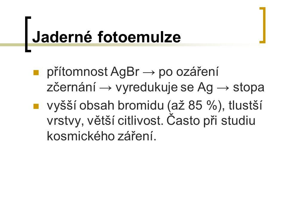 Jaderné fotoemulze přítomnost AgBr → po ozáření zčernání → vyredukuje se Ag → stopa vyšší obsah bromidu (až 85 %), tlustší vrstvy, větší citlivost. Ča