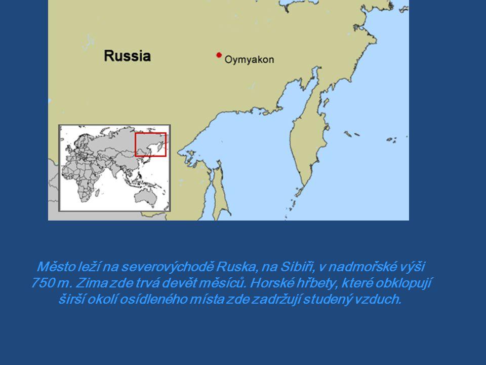 Město leží na severovýchodě Ruska, na Sibiři, v nadmořské výši 750 m.
