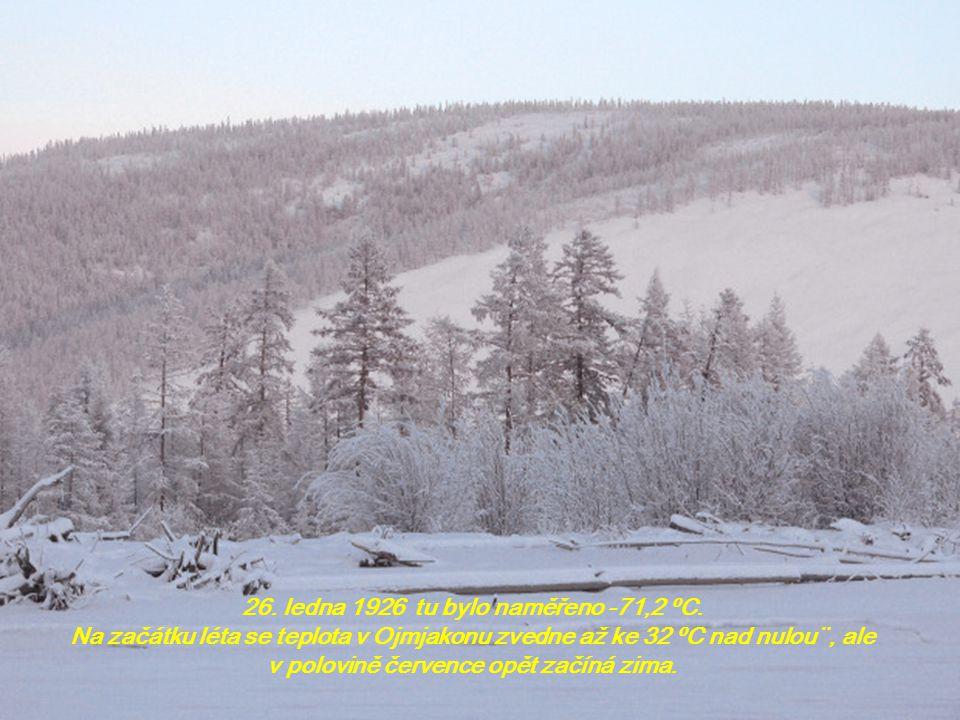 Město leží na severovýchodě Ruska, na Sibiři, v nadmořské výši 750 m. Zima zde trvá devět měsíců. Horské hřbety, které obklopují širší okolí osídlenéh