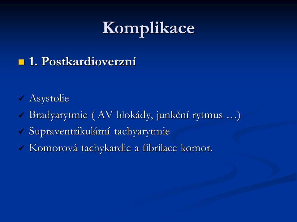 Komplikace 1. Postkardioverzní 1. Postkardioverzní Asystolie Asystolie Bradyarytmie ( AV blokády, junkční rytmus …) Bradyarytmie ( AV blokády, junkční