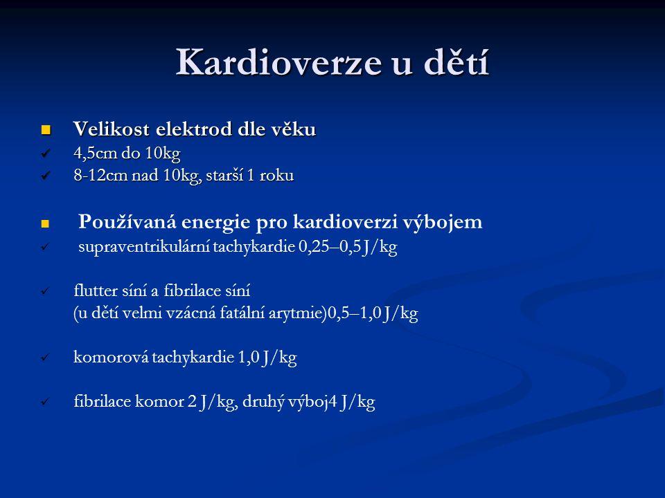 Kardioverze u dětí Velikost elektrod dle věku Velikost elektrod dle věku 4,5cm do 10kg 4,5cm do 10kg 8-12cm nad 10kg, starší 1 roku 8-12cm nad 10kg, s