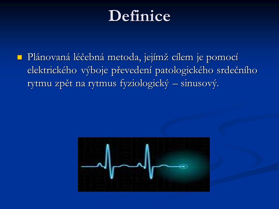 Definice Plánovaná léčebná metoda, jejímž cílem je pomocí elektrického výboje převedení patologického srdečního rytmu zpět na rytmus fyziologický – si