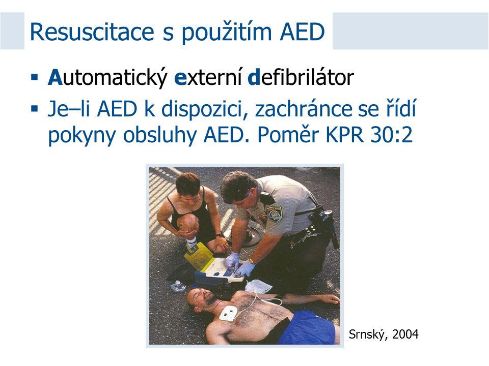  Automatický externí defibrilátor  Je–li AED k dispozici, zachránce se řídí pokyny obsluhy AED. Poměr KPR 30:2 Resuscitace s použitím AED Srnský, 20