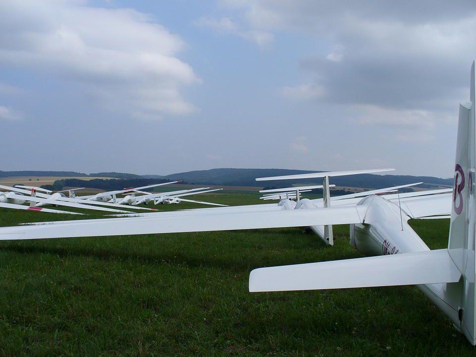 Přistání do terénu Přistání do terénu musí soutěžící urychleně oznámit pořadateli.