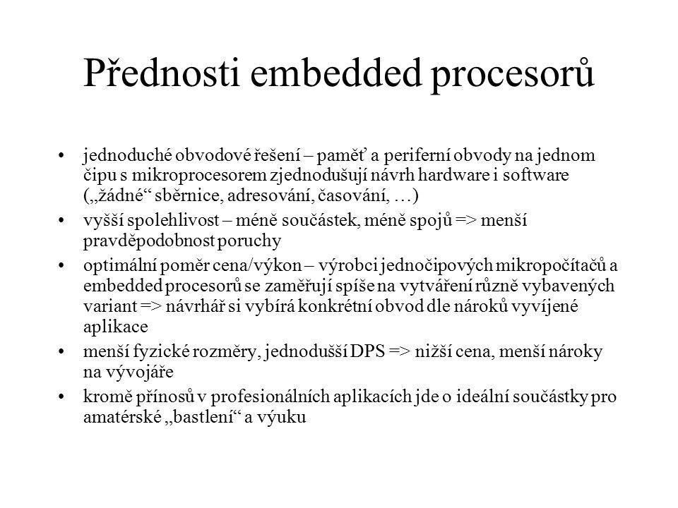 Přednosti embedded procesorů jednoduché obvodové řešení – paměť a periferní obvody na jednom čipu s mikroprocesorem zjednodušují návrh hardware i soft