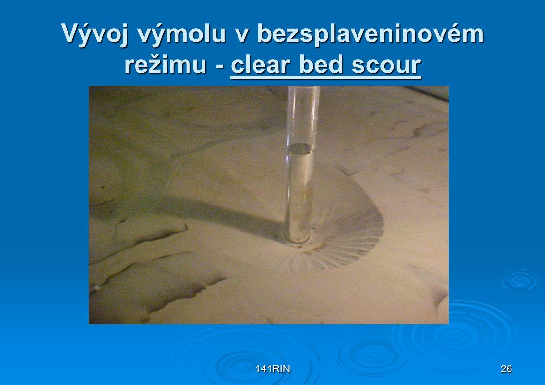 141RIN26 Vývoj výmolu v bezsplaveninovém režimu - clear bed scour