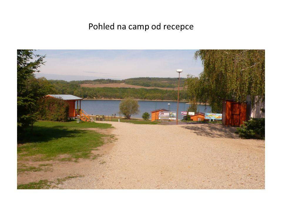 Pohled na camp od recepce