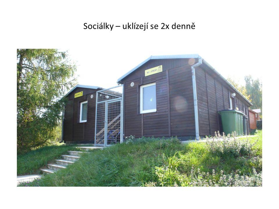 Obec Výrovice ležící 1 km pod areálem