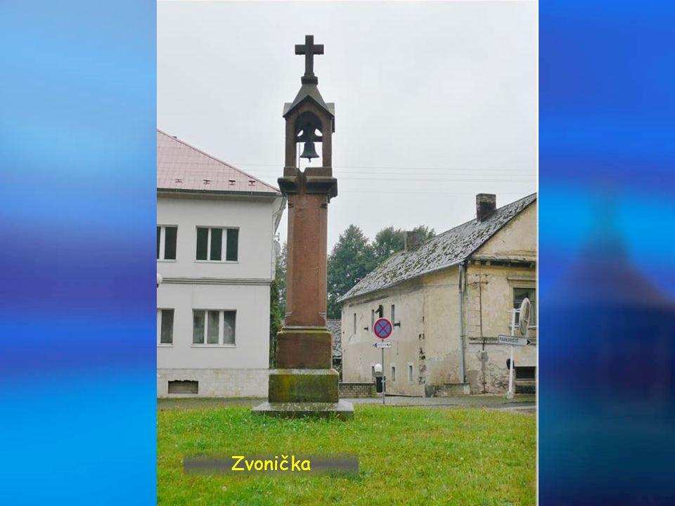 Náměstíčko se zvoničkou a obecním úřadem