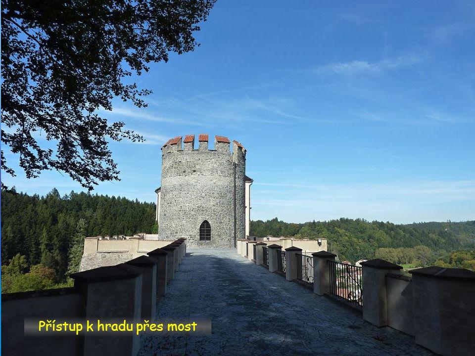 Přístup k hradu brána