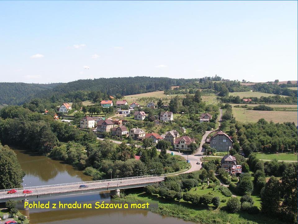 Pohled z hradu na Sázavu a most