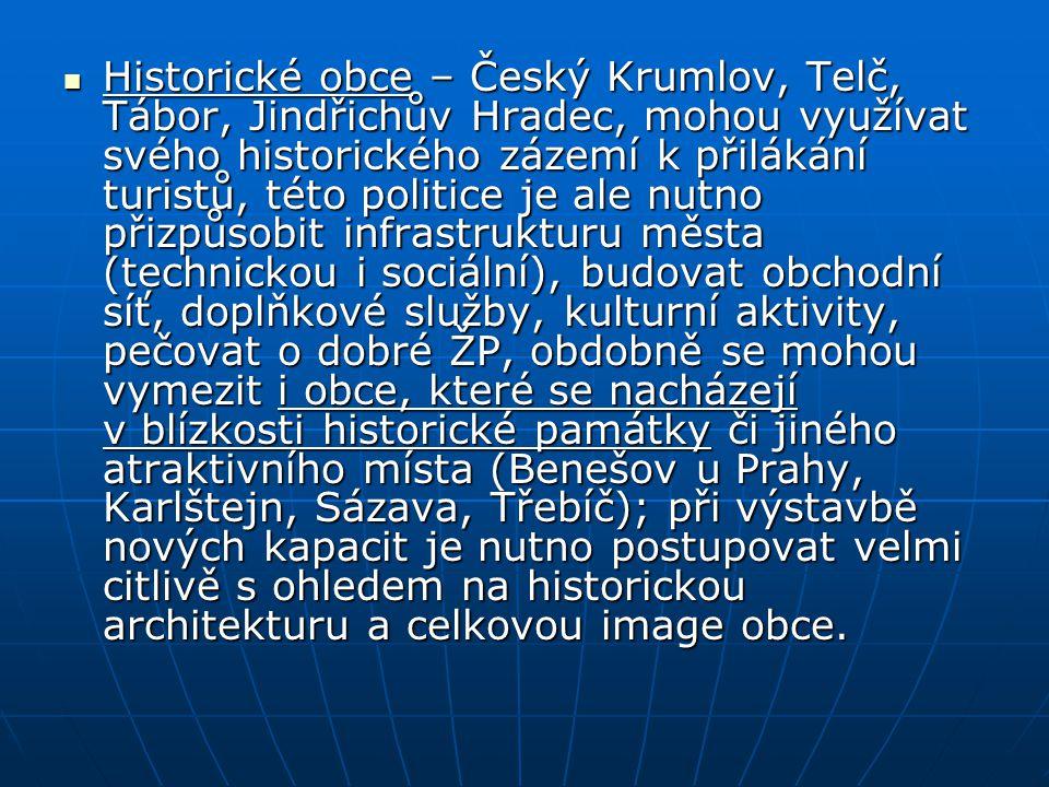 Historické obce – Český Krumlov, Telč, Tábor, Jindřichův Hradec, mohou využívat svého historického zázemí k přilákání turistů, této politice je ale nu