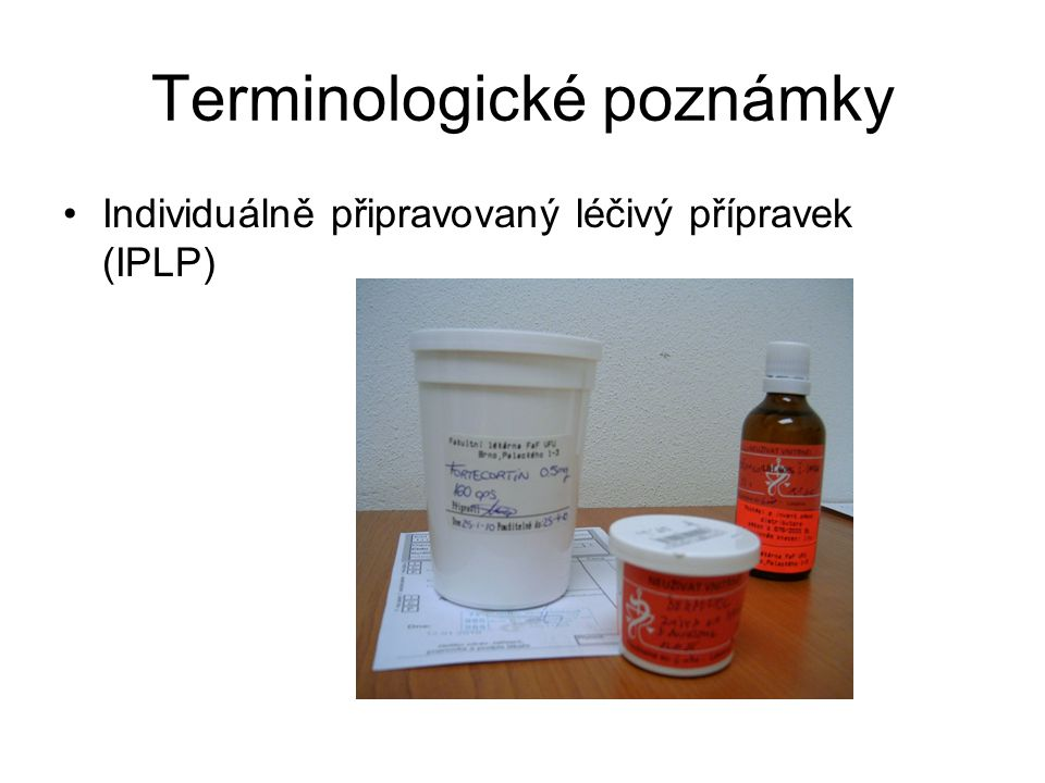 """Terminologické poznámky """"Surovina (léčivá nebo pomocná látka, z níž se v lékárně připravují léčivé přípravky)"""
