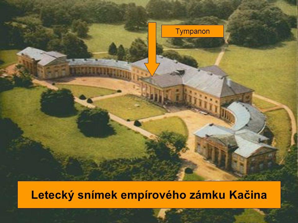 Letecký snímek empírového zámku Kačina Tympanon