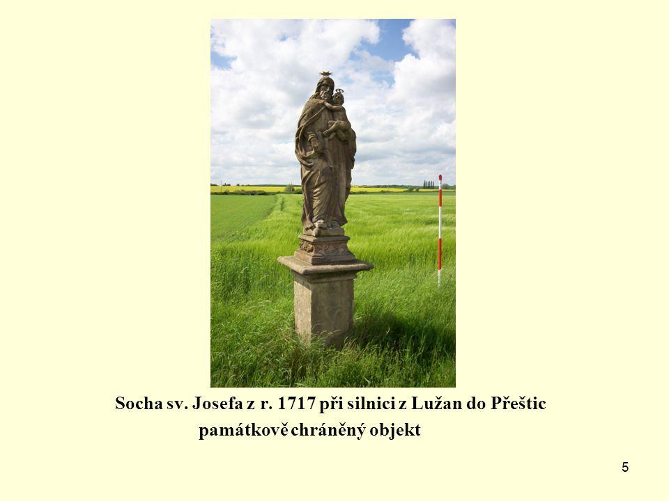 4 Kaplička z 18. století na severním okraji obce-památkově chráněný objekt