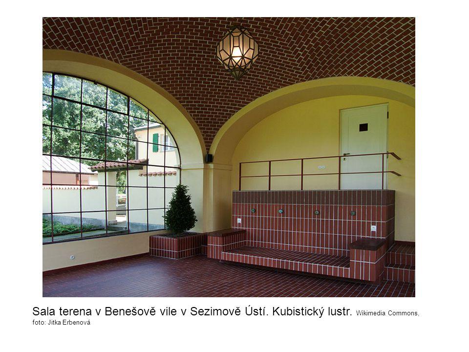 Sala terena v Benešově vile v Sezimově Ústí. Kubistický lustr. Wikimedia Commons, foto: Jitka Erbenová