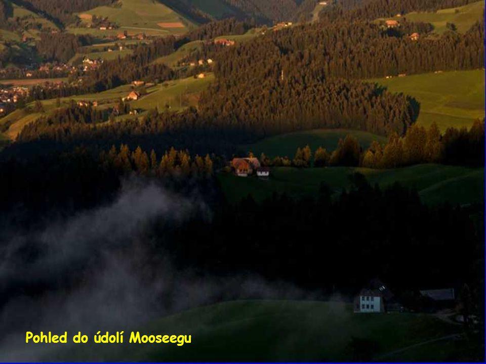 Pohled z ementálu na Bernské Alpy