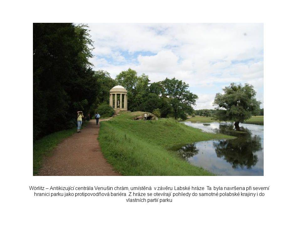Wörlitz – Antikizující centrála Venušin chrám, umístěná v závěru Labské hráze Ta byla navršena při severní hranici parku jako protipovodňová bariéra Z hráze se otevírají pohledy do samotné polabské krajiny i do vlastních partií parku