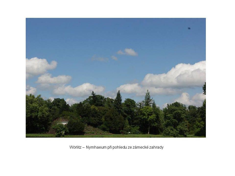 Wörlitz – Nymhaeum při pohledu ze zámecké zahrady